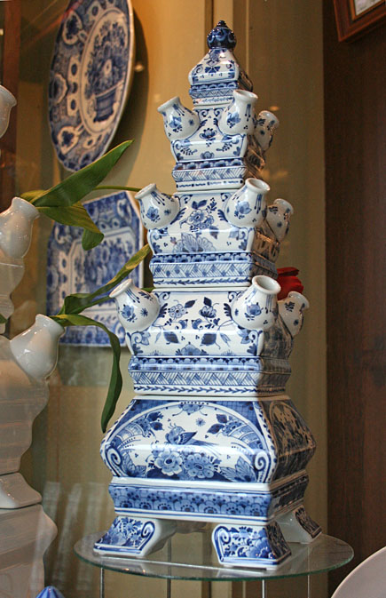 Delftware tulip vase in blue and white