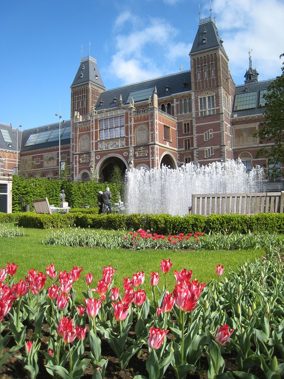 Rijksmuseum Amsterdam with tulips in the park