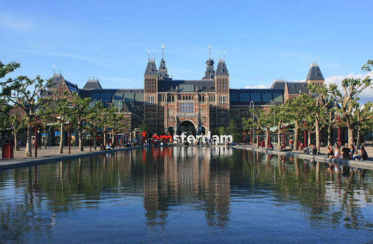 Rijksmuseum Amsterdam seen from Museumplein