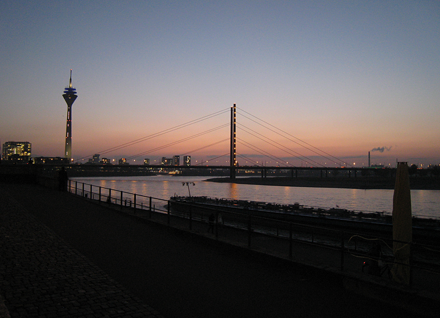 Sunset at the river Rhine in Düsseldorf.